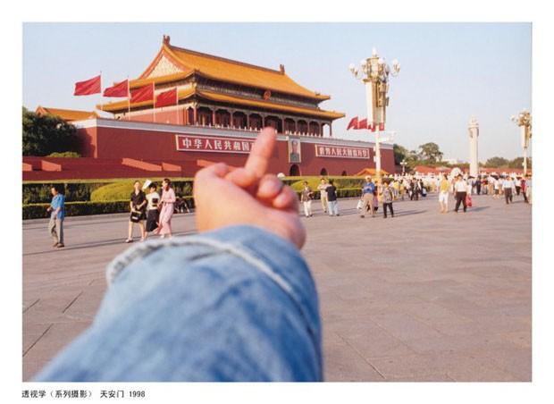 Estudo de Perspectiva - Tiananmen, 1995-2010 (Foto: Ai Weiwei)