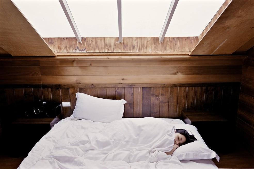 Pessoas com idades entre 18 e 64 anos devem dormir de sete a nove horas todas as noites.  (Foto: Divulgação)