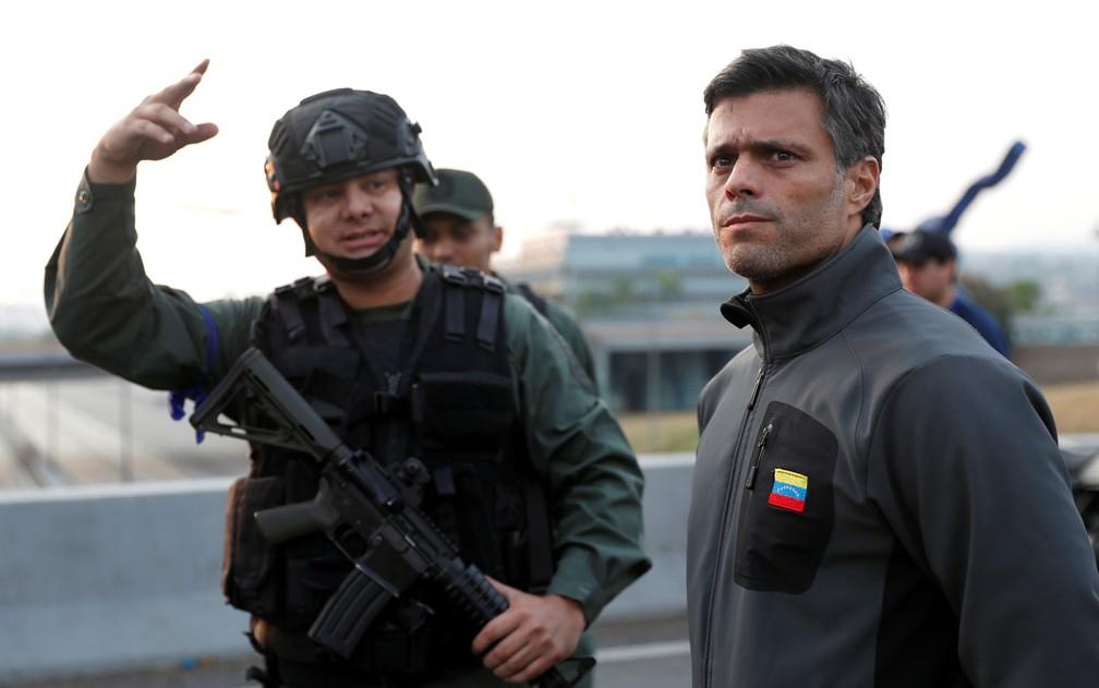 O opositor Leopoldo López, que foi libertado por militares dissidentes hoje na Venezuela — Foto: Carlos Garcia Rawlins/Reuters