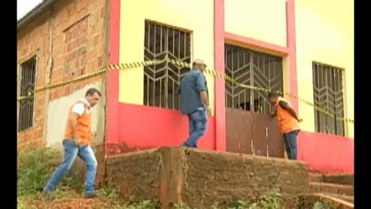 Em Parauapebas, famílias são retiradas de casas com risco de deslizamento de terra