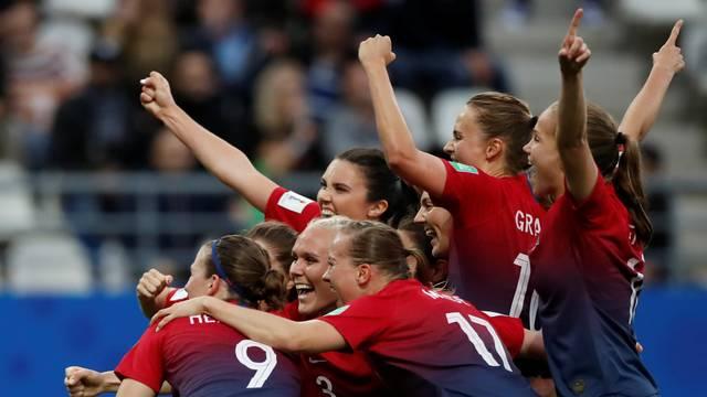 Noruega vence Nigéria por 3 a 0