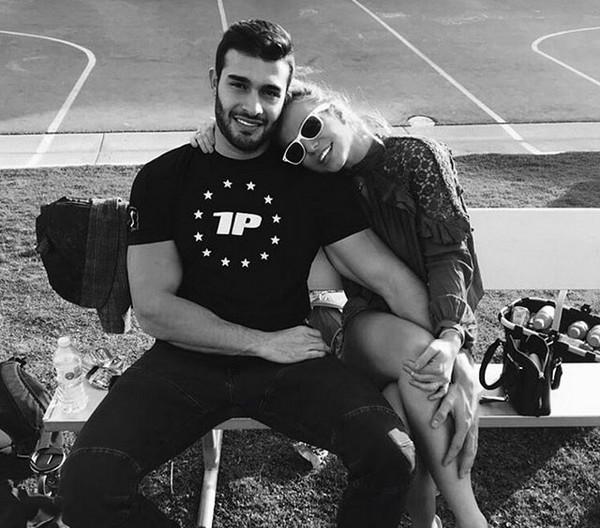 A cantora Britney Spears com o dançarino Sam Asghari (Foto: Instagram)