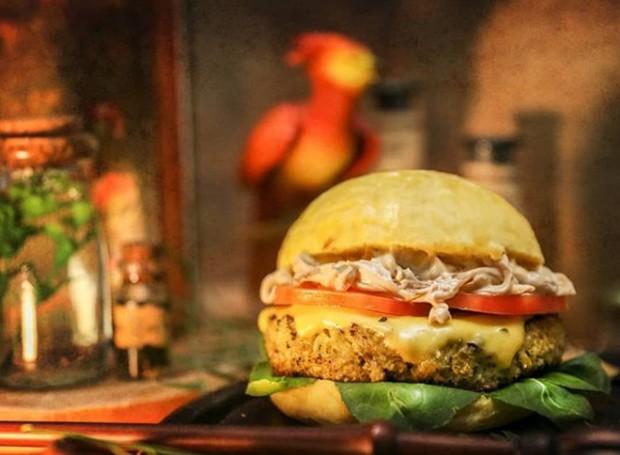 Nova hamburgueria inspirada em Harry Potter terá opção vegetariana  (Foto: Beedle, o Bar/Instagram)