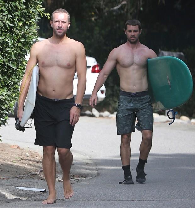 Chris Martin e amigo (Foto: BackGrid)