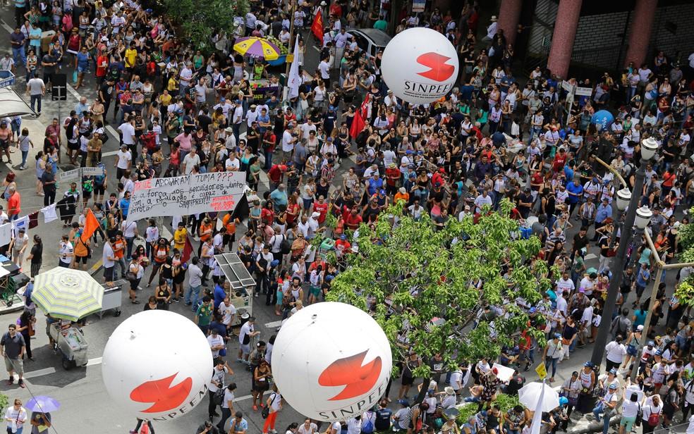 Professores e servidores municipais protestam contra o Projeto de Lei (PL) 621/2016, que trata da reforma da previdência municipal e cria a São Paulo Previdência (SampaPrev) — Foto: NELSON ANTOINE/ESTADÃO CONTEÚDO