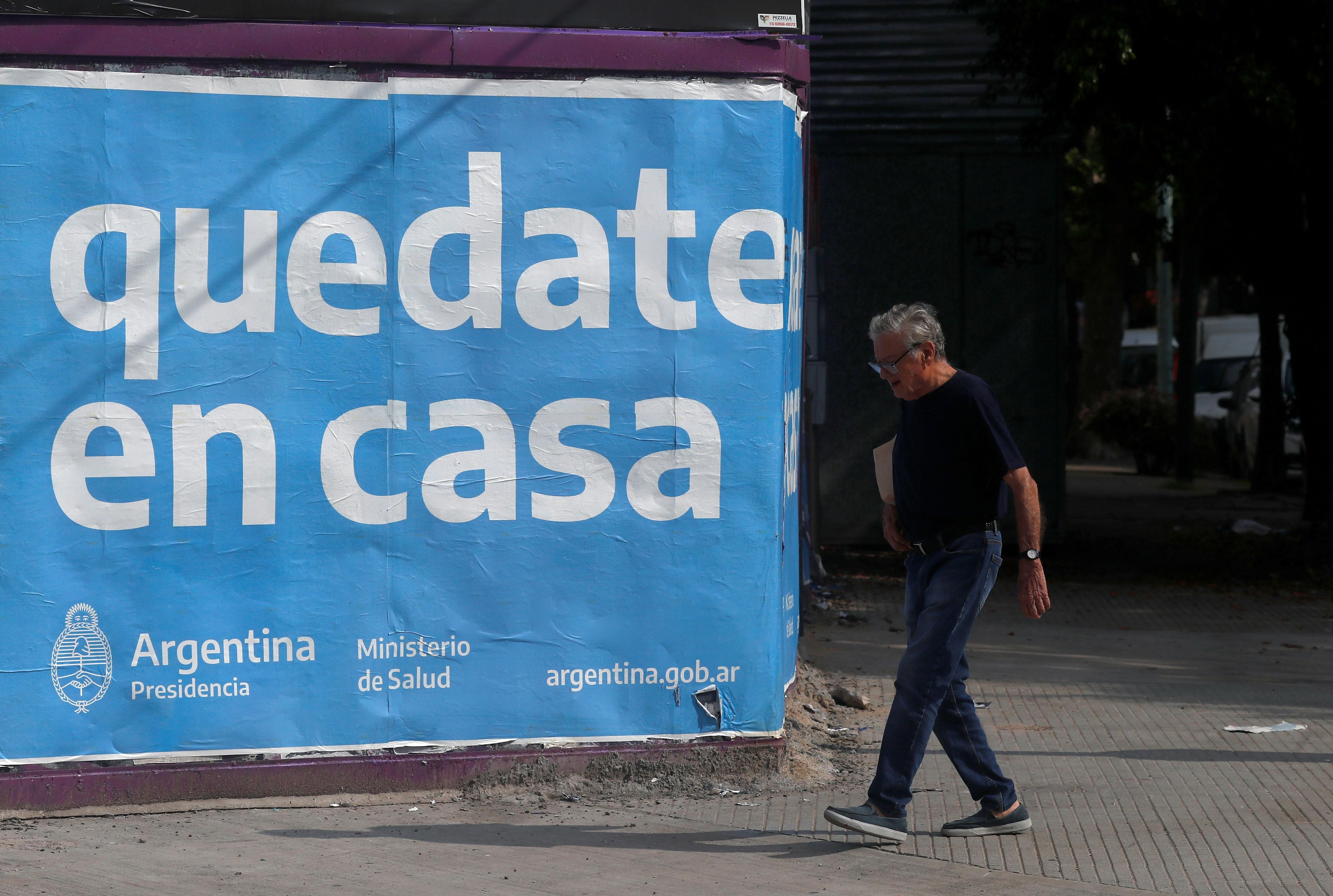 Coronavírus: por telefone, Argentina dá atendimento psicológico a idosos sozinhos em quarentena
