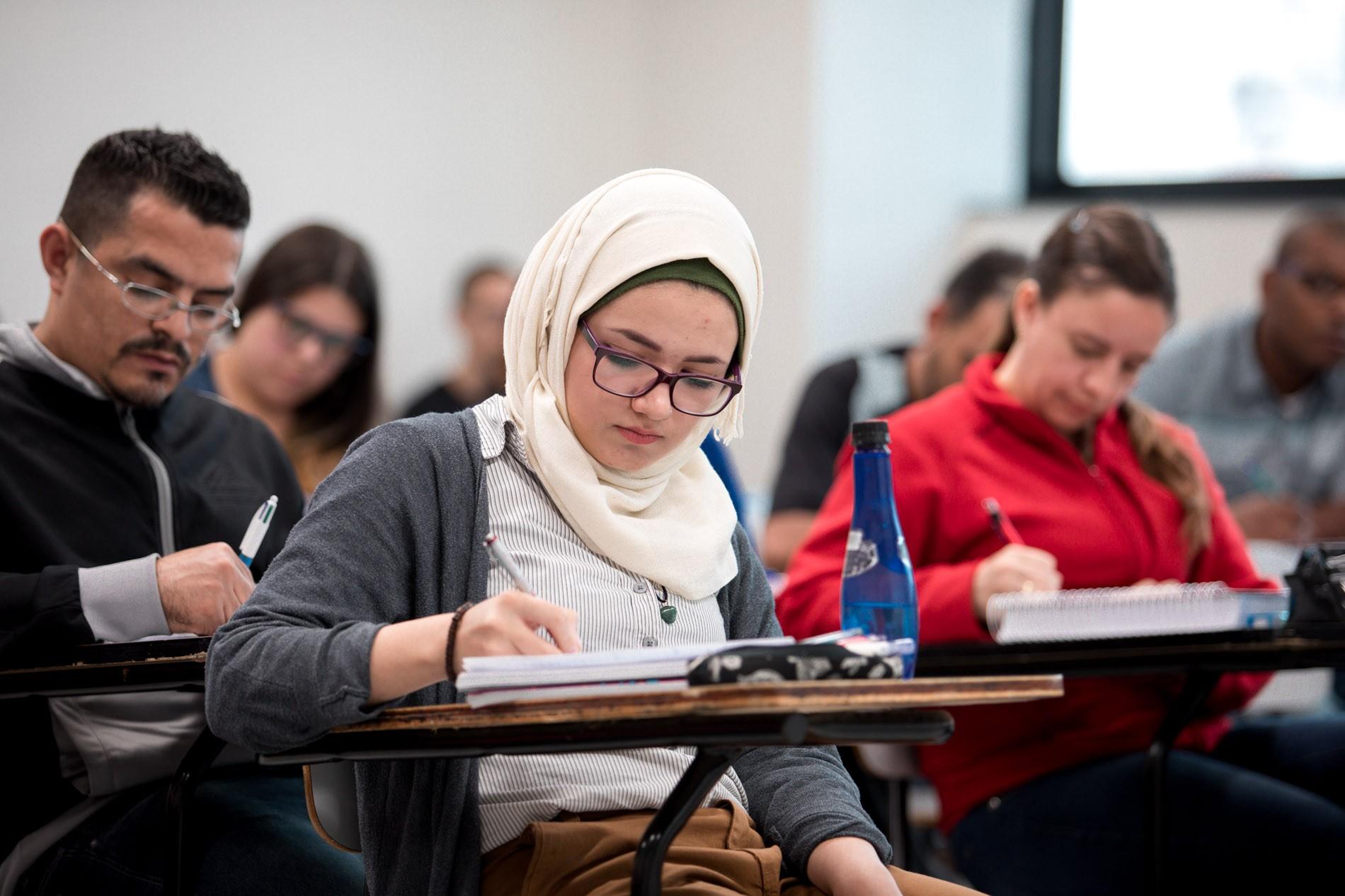 Universidades brasileiras matricularam cerca de 70 refugiados em menos de um ano, diz Acnur