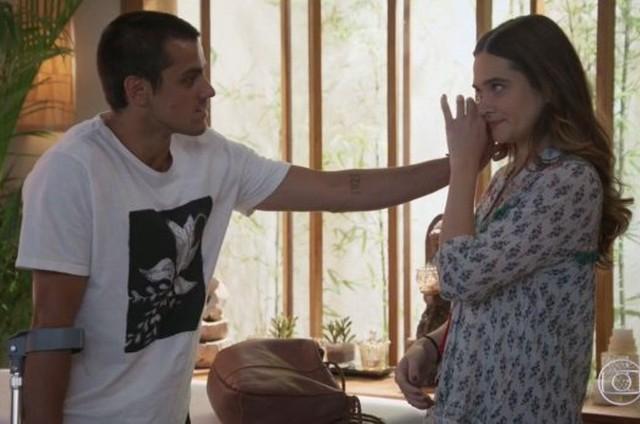 Téo (Felipe Simas) e Luna (Juliana Paiva) (Foto: TV Globo)