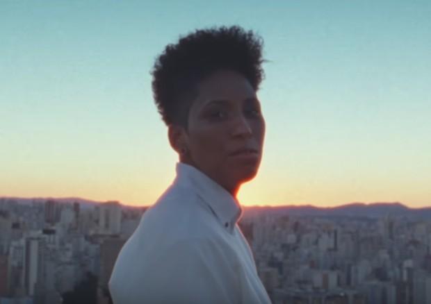 Mahmundi no clipe (Foto: Reprodução)