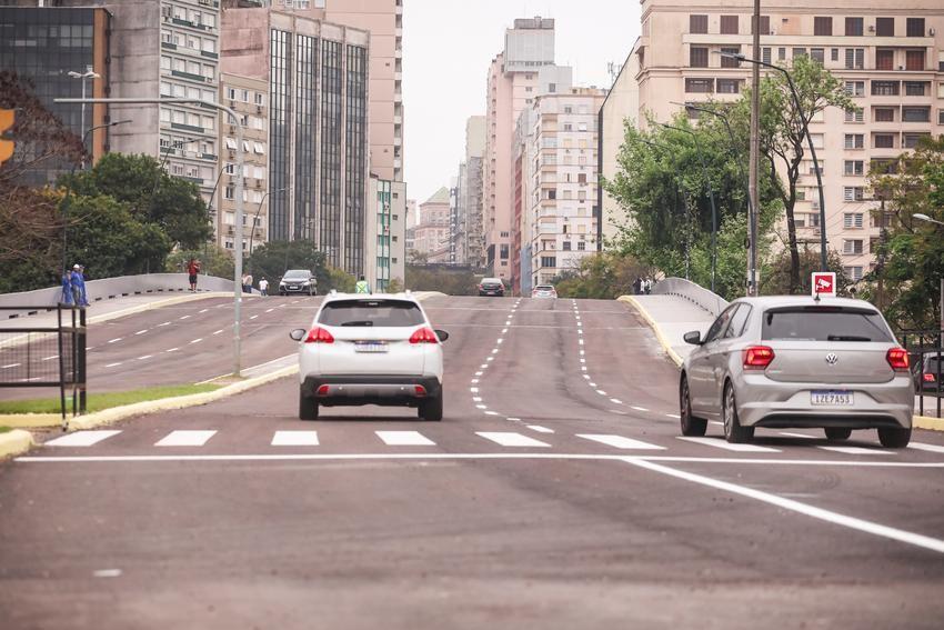 Viaduto dos Açorianos é liberado para carros após obra no Centro de Porto Alegre