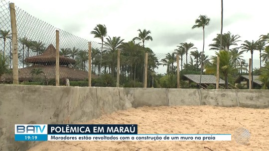 Moradores protestam contra construção de mureta e quiosque em faixa de areia de praia de Maraú, no sul da BA