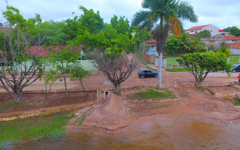 Lama se espalhou pela cidade de Correntina após rio transbordar com chuva forte — Foto: Divulgação/Prefeitura de Correntina