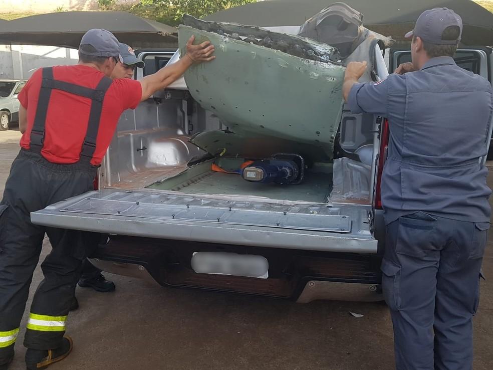 Polícia apreendeu R$ 2.900, uma motocicleta e uma caminhonete com compartimento oculto — Foto: Polícia Civil/Divulgação