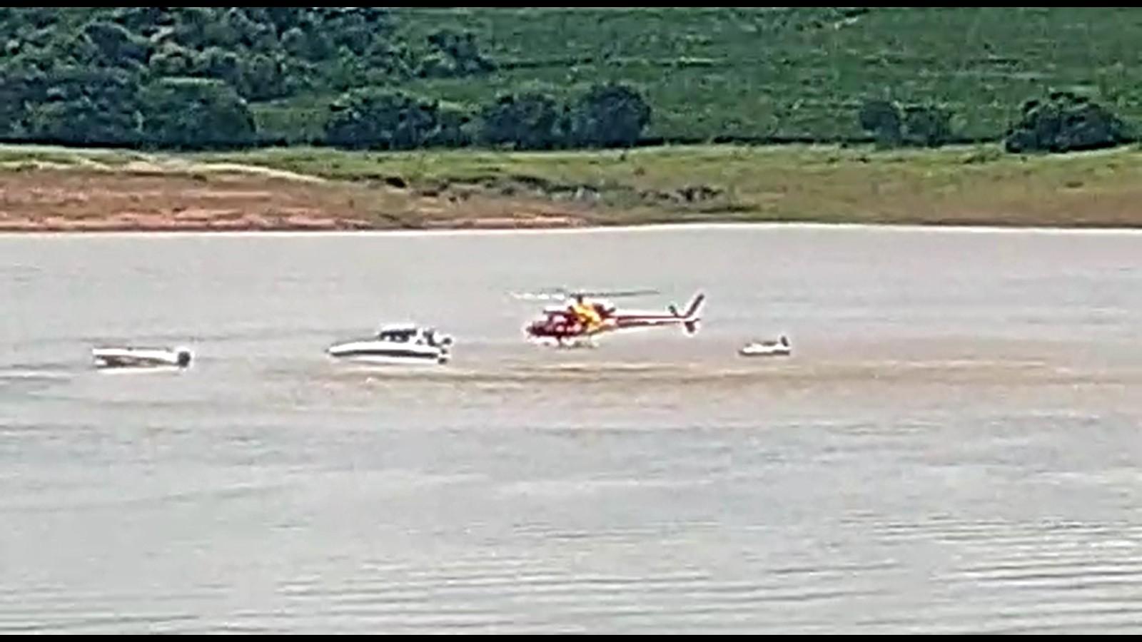 Mulher morre e homem fica ferido em acidente entre lancha e moto aquática no Lago de Furnas, em Fama, MG