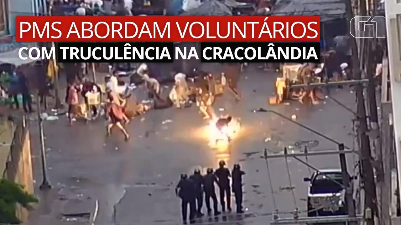 Vídeos mostram PMs abordando voluntários com truculência na Cracolândia