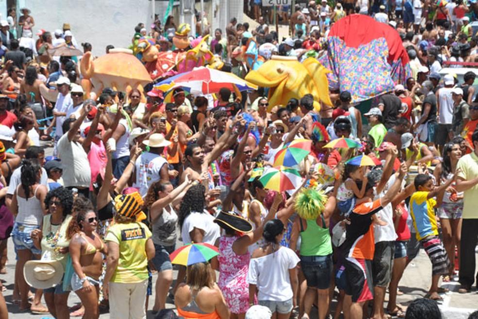 Bloco Baiacu na Vara é um dos mais tradicionais do carnaval na praia da Redinha  — Foto: Divulgação