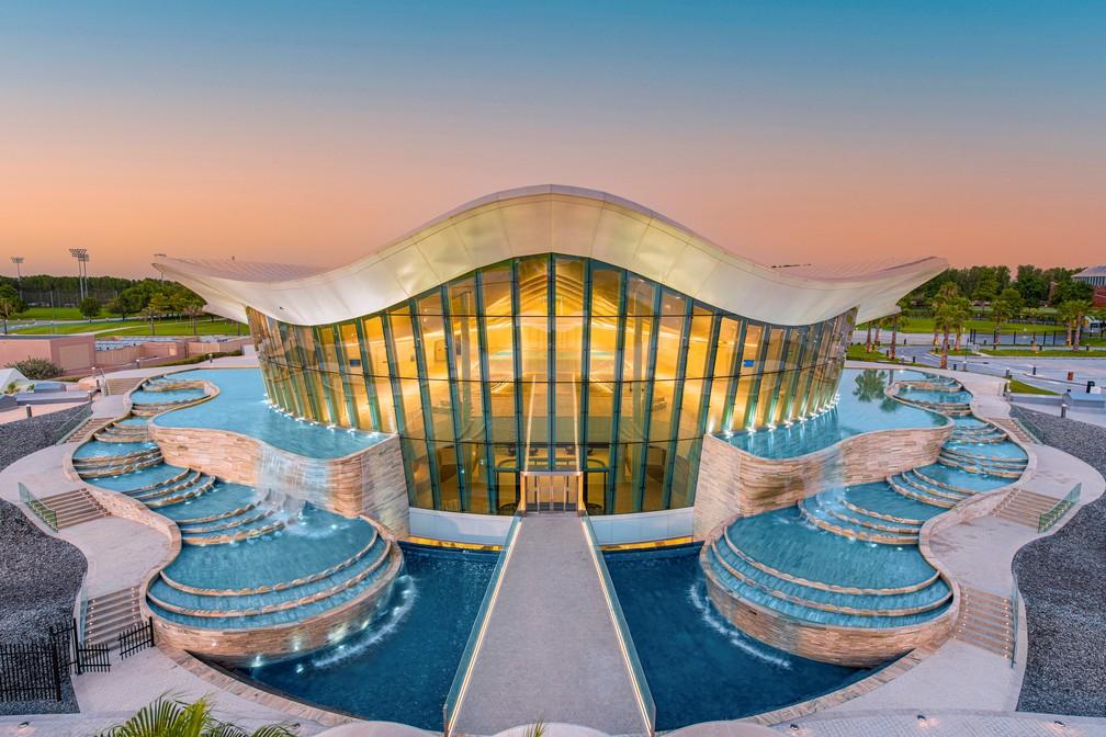 Imagem externa da Pearl Diving Pool, instalação onde fica a Deep Dive Dubai, a piscina mais profunda do mundo — Foto: Deep Dive Dubai via Reuters