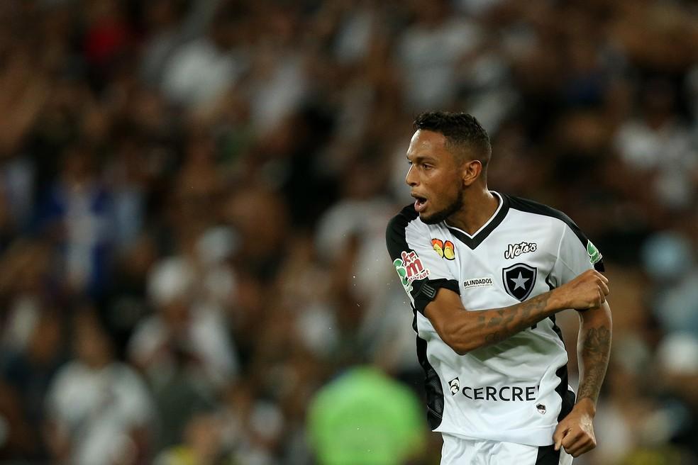 03bbc483feec7 ... Gilson em jogo do Botafogo — Foto  Vitor Silva SS Press Botafogo