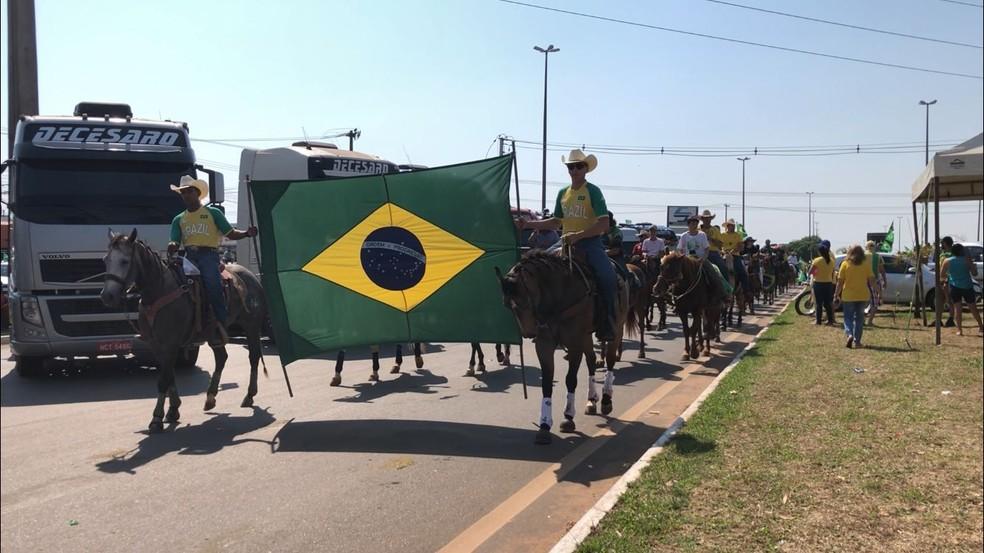 As ruas de Vilhena (RO) na manhã desta terça-feira (7). Grupos a favor do presidente Bolsonaro andaram a cavalo durante protesto. — Foto: Maelly Nunes/Rede Amazônica