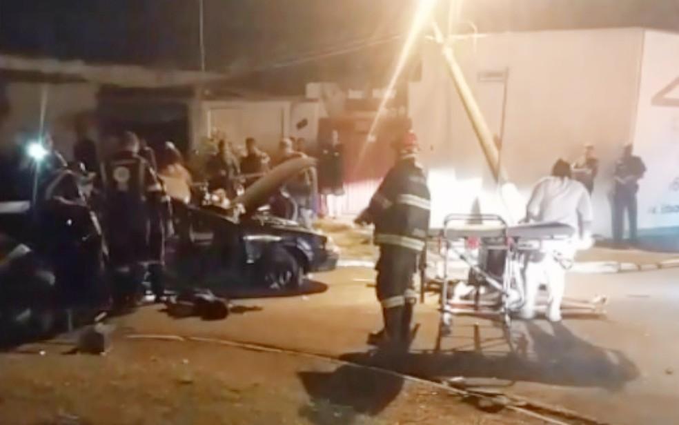 Corpo de Bombeiros socorreu vítimas de acidente em Sertãozinho, SP — Foto: Reprodução/EPTV