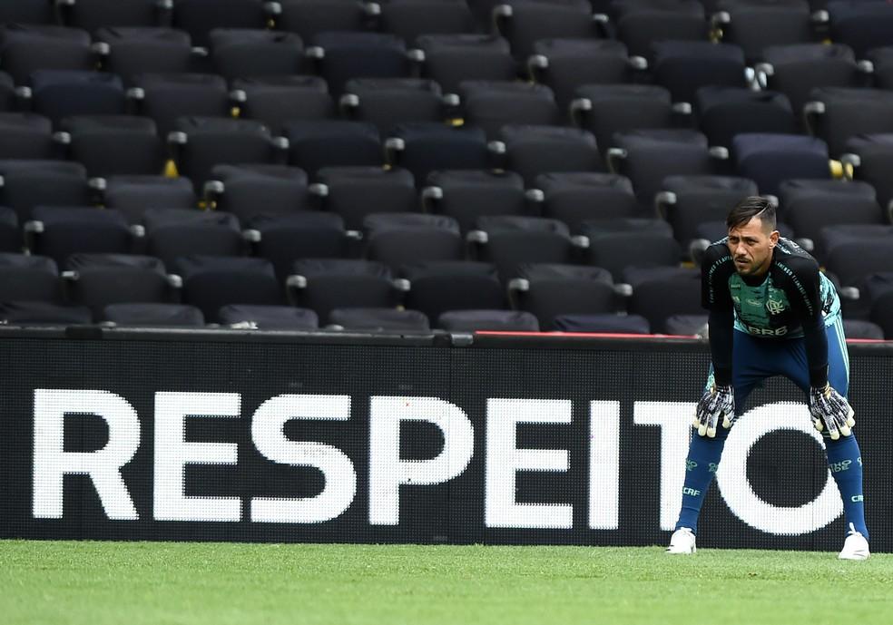 Diego Alves voltou a ser titular com Rogério Ceni — Foto: André Durão