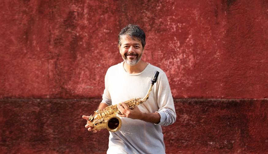 Saxofonista Alexandre Caldi celebra a música de Chico Buarque em álbum instrumental com Quarteto Metacústico