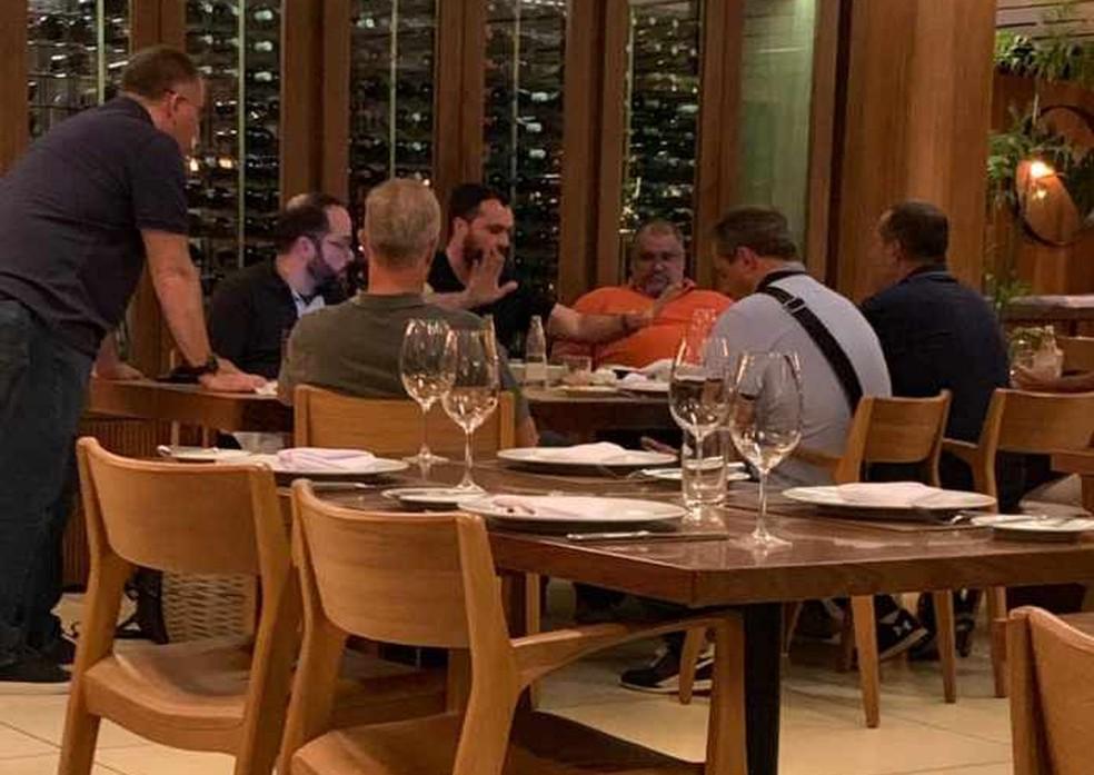 Reunião entre dirigentes do Fluminense e empresários de Pedro selou venda — Foto: Reprodução