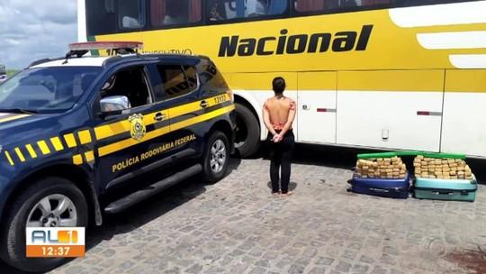 Mulher é presa com mais de 40 kg de maconha em ônibus na BR-101, em Rio Largo
