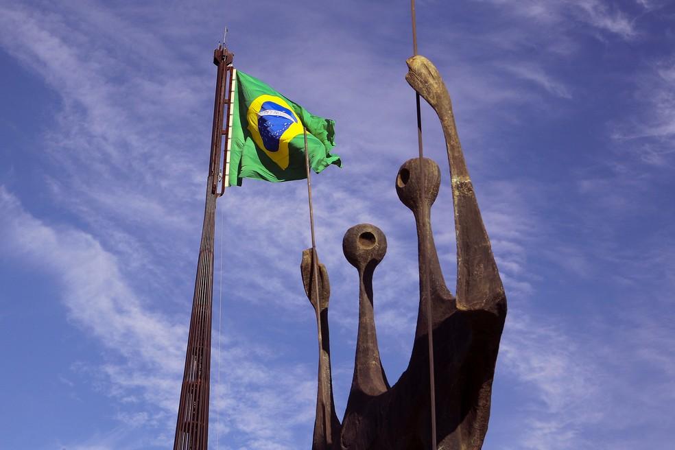 Monumento dois candangos, na Praça dos Três Poderes, em Brasília  — Foto: Toninho Tavares/Agência Brasília