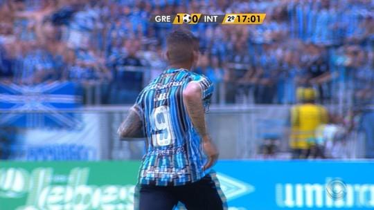 Jael bate falta com perfeição e amplia para o Grêmio