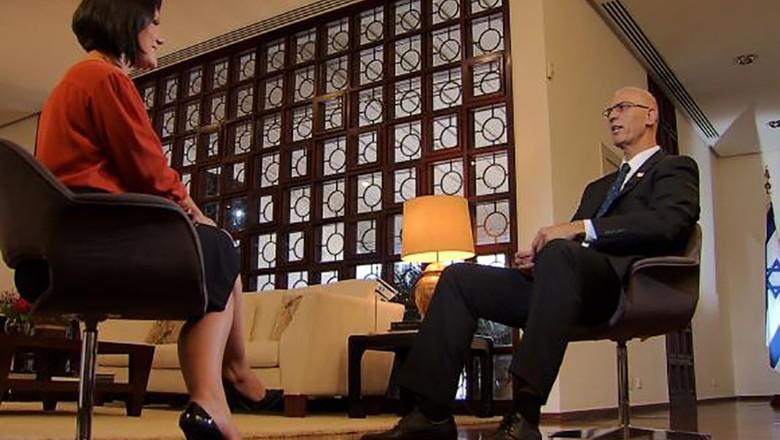 Roseann Kennedy-Yossi Shelley-embaixador-israel (Foto: Reprodução/TV Brasil)
