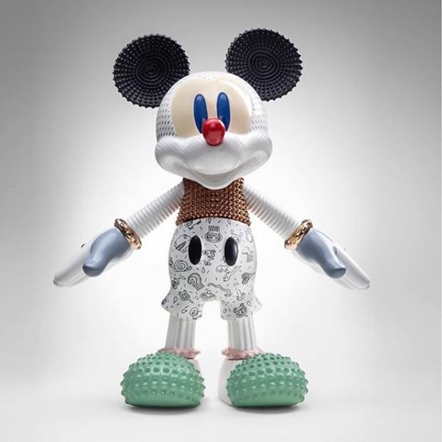 A designer Elena Salmistratro deu vida à versão Forever Young de Mickey Mouse (Foto: Instagram/ Reprodução)
