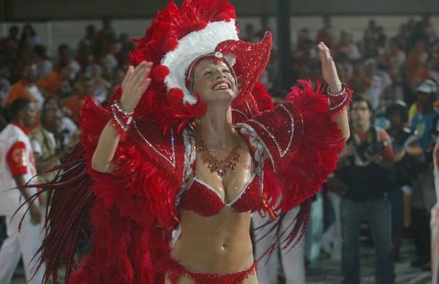 Luana Piovani, para o Salgueiro (2003) (Foto: Arquivo O Globo)