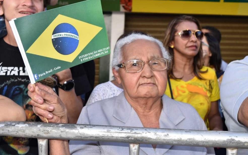 Aos 82 anos, Dionísia diz que já acompanhou mais de 30 desfiles (Foto: Murillo Velasco/G1)
