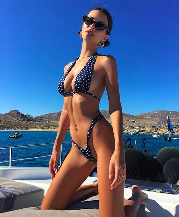 A modelo Emily Ratajkowski de férias na Grécia (Foto: Instagram)