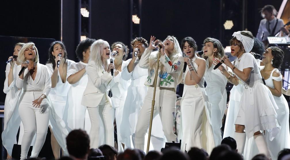 Kesha canta 'Praying' com Cyndi Lauper, Camila Cabello e outras cantoras no Grammy 2018 (Foto: REUTERS/Lucas Jackson)