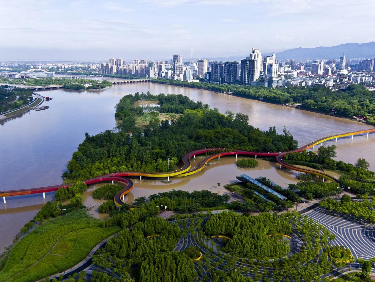 Parque alagável Yanweizhou, na cidade de Jinhua, na China — Foto: Turenscape/Divulgação