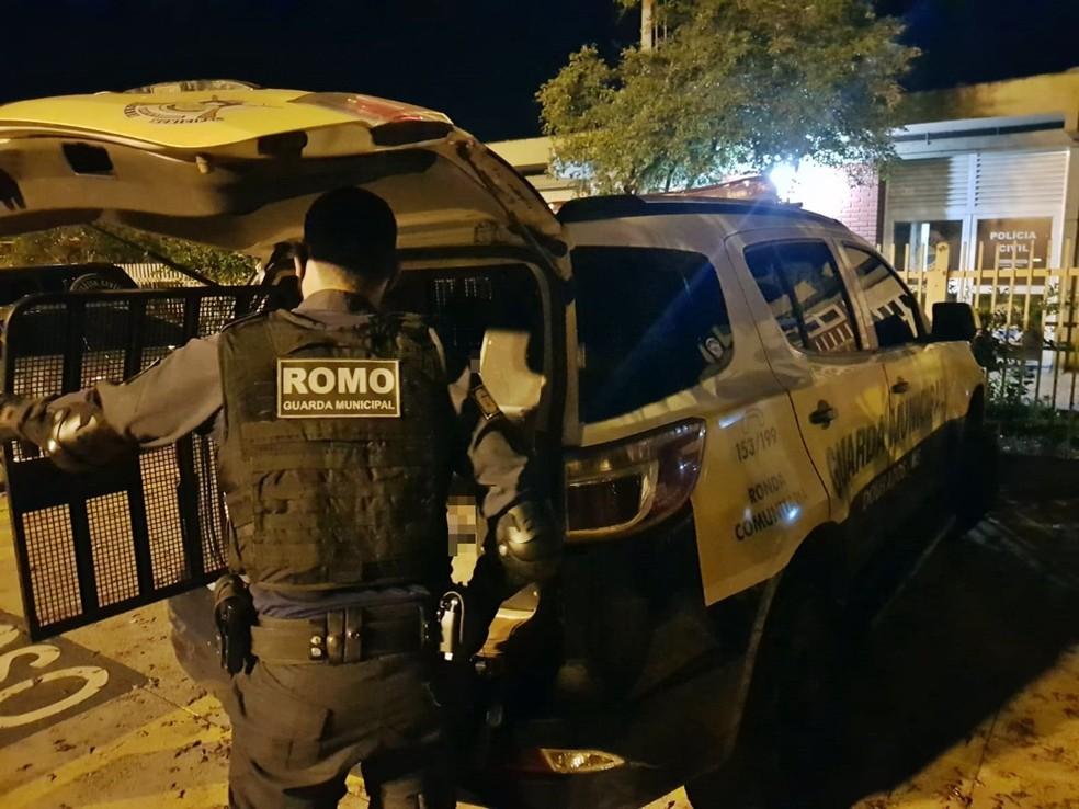 Motorista embriago é preso após atropelar cinco pessoas em Dourados (MS). — Foto: Guarda Municipal/Divulgação