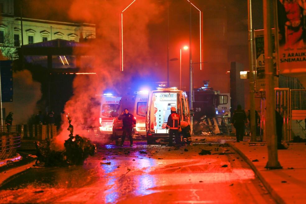 Explosão em Istambul deixa feridos neste sábado (10) (Foto: Murad Sezer / Reuters)