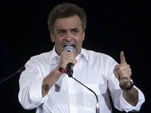 O senador Aécio Neves durante convenção do PSDB em maio (Foto: Uéslei Marcelino / Reuters)