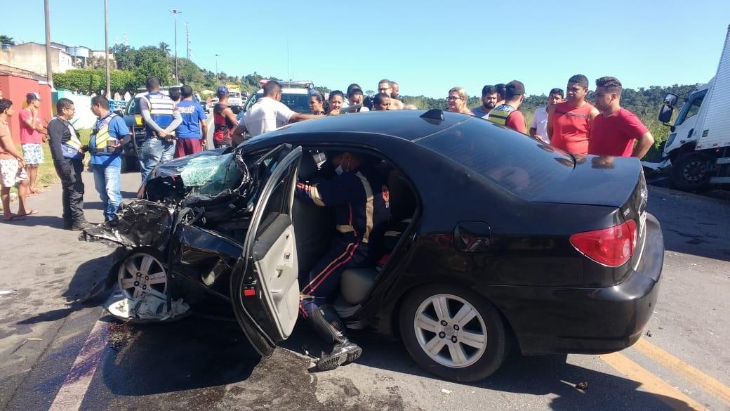 Colisão entre carro e caminhão deixa feridos na BR-101, em São Miguel dos Campos - Notícias - Plantão Diário
