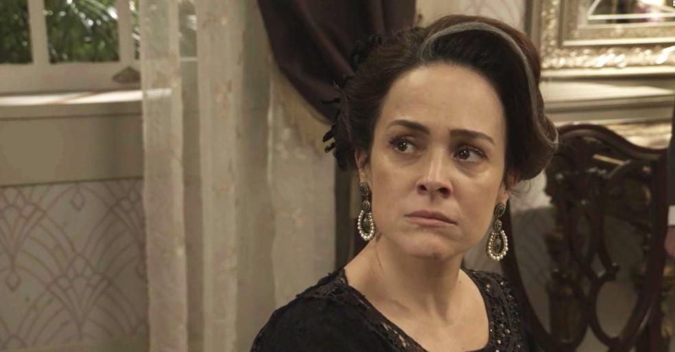 Julieta trata Jane com rispidez, mas acaba escutando o que a jovem tem para dizer (Foto: TV Globo)