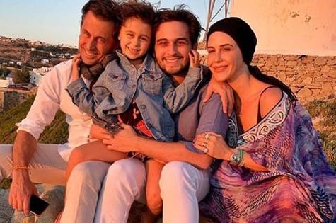 Guilhermina Guinle com o marido, Leonardo Antonelli, a filha, Mina, e o filho dele, Gabriel (Foto: Reprodução)