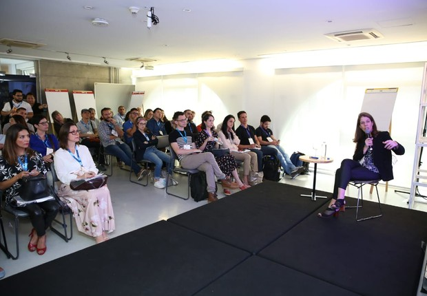 Danielle Bianchi, da Interbrand, apresenta estudo sobre startups no FICE 2018 (Foto: Alexandre DiPaula)