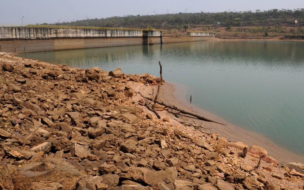 Barragem do Descoberto, que abastece 65% da população do Distrto Federal e que está com menos de 40% de sua capacidade, nível mais baixo da história (Foto: Gabriel Jabur/Agência Brasília)