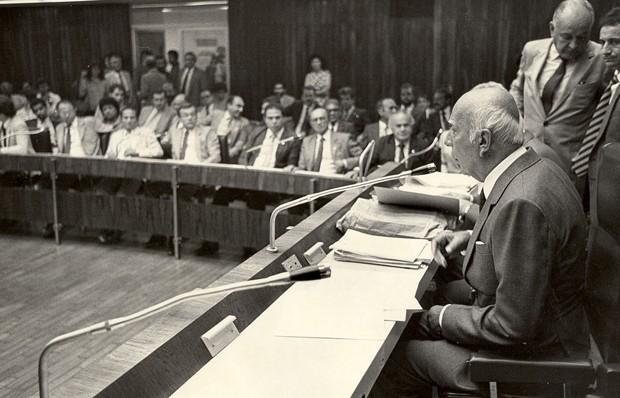 Ulysses Guimarães, presidente da Assembleia Nacional Constituinte, em reunião (Foto: Senado Federal/Flickr)