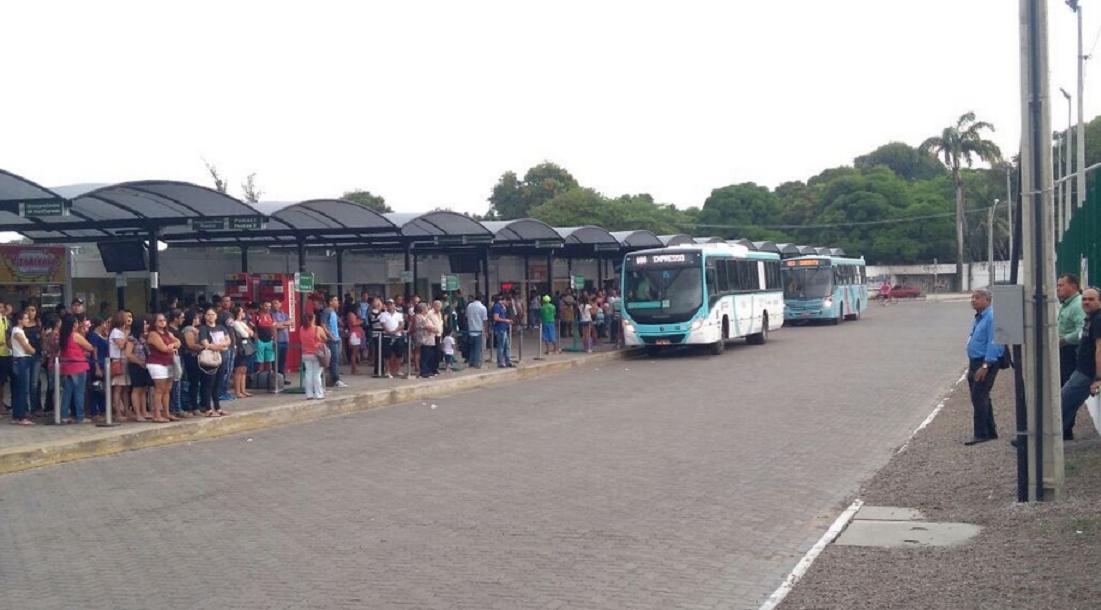 Em reunião com Ministério Público, entidades propõem escalonamento de horários para evitar aglomeração nos ônibus, em Fortaleza