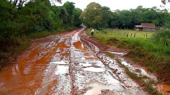 Chuva tira moradores de casa e deixa alunos sem aula em regiões do RS
