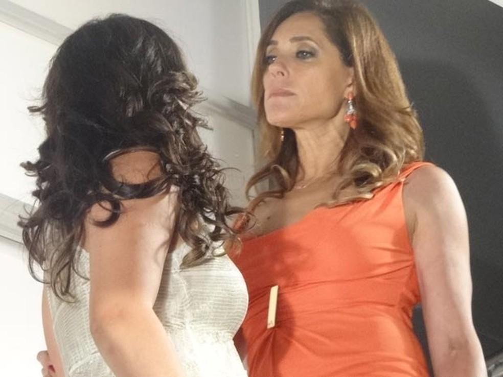 Tereza Cristina tenta matar Patrícia em 'Fina Estampa' — Foto: Globo
