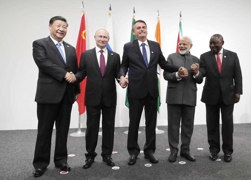 Líderes de China, Rússia, Brasil, Índia e África do Sul divulgaram, nesta sexta-feira (28), nota conjunta na qual se comprometem com os objetivos do Acordo de Paris, durante reunião do G20 no Japão. — Foto: Mikhail Klimentyev/AP